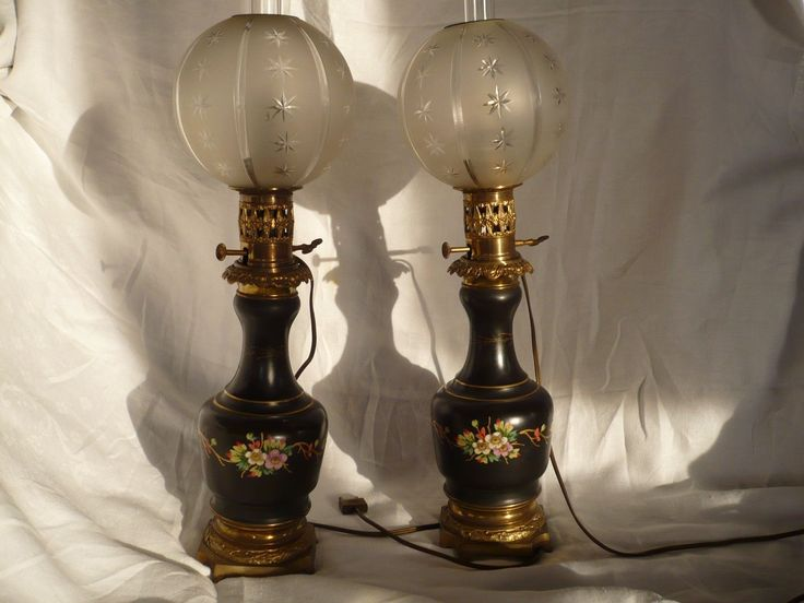 Paire De Lampes  A Huile Porcelaine De Paris Globes Et Tubes   19 Eme Siecle 2