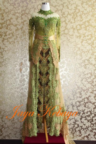 Who love green color on Kebaya modern dress?