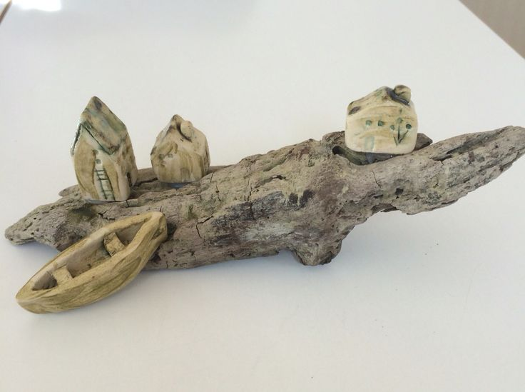 Fisker landsby med keramik huse og båd 2016