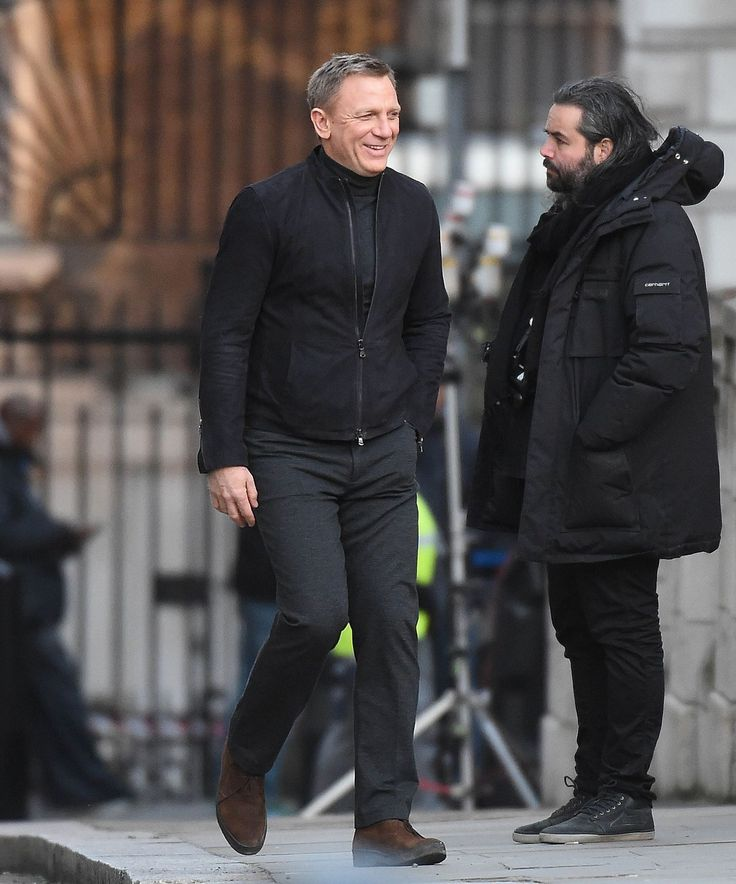 05-31-2015 - Daniel Craig in a good mood shooting Spectre at the central London streets around Trafalgar Square, The Mall and Whitehall.