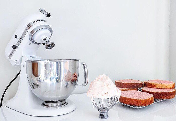 "195 Likes, 7 Comments - KitchenAid Australia & NZ (@kitchenaidausnz) on Instagram: ""It's a baking kind of weekend! 🎂 Thanks for the pic @es.zcakedesign #baking #kitchenaid #standmixer"""