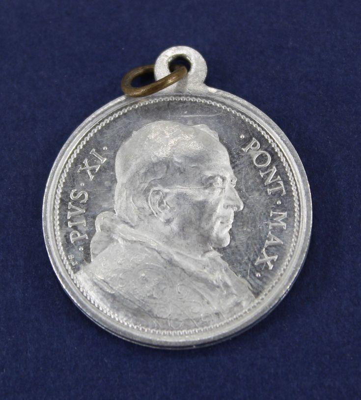 Pope Pius XI Pontifex Max Anno Ivbilaei 1925 Vintage Catholic Medal Holy Year 22090 by JacksonsMarket on Etsy
