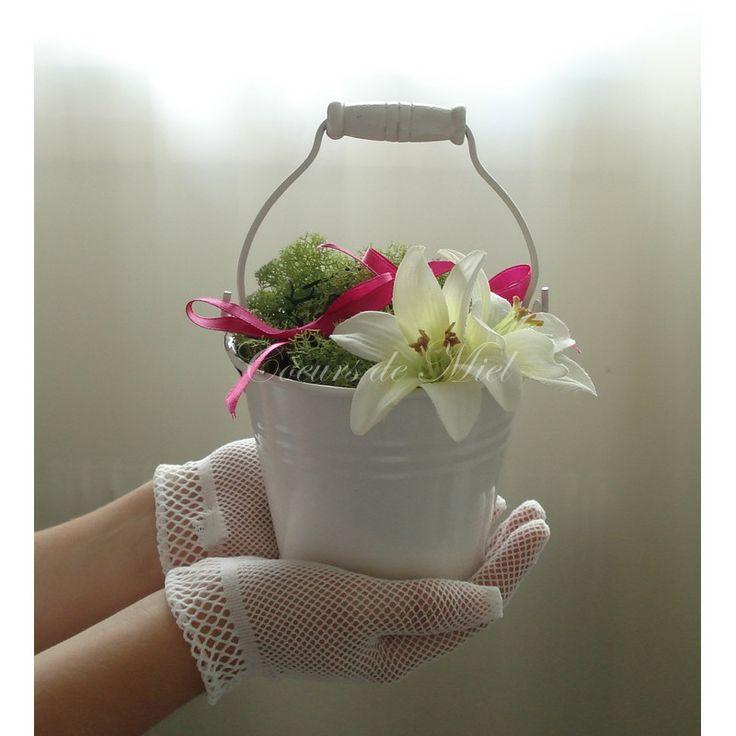 ... alliance est orné d'une fleur de lys et de mousse végétale. Vous