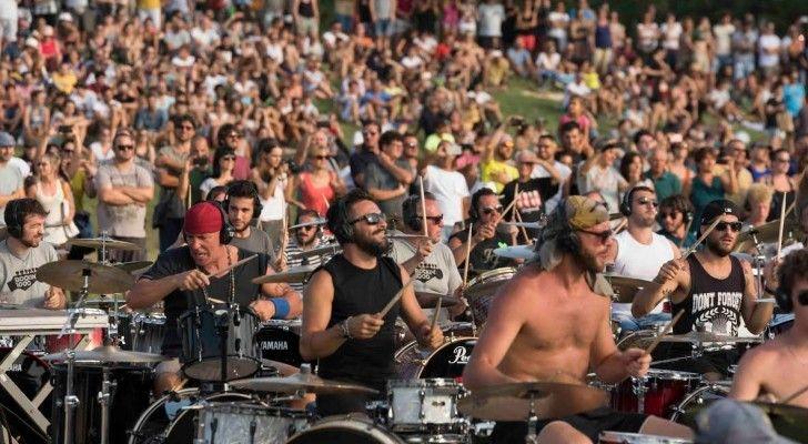 Weet je uit hoeveel leden de grootste band ter wereld bestaat? Vast niet, omdat dit aantal de verbeelding voorbij gaat. De groep Rockin'1000 bestaat namelijk uit meer dan 1000 muzikanten. Deze enorme…