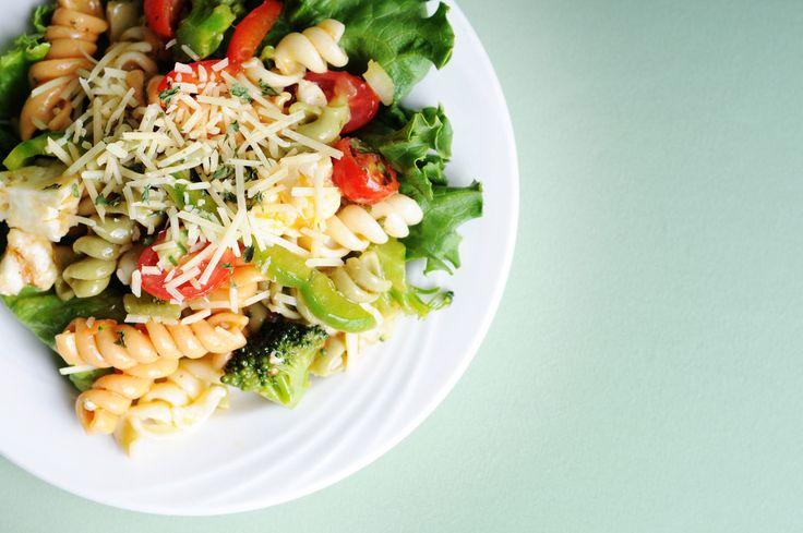Kalorienarmes Mittagessen mit Nudeln
