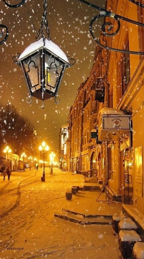 Snowy night in Moscow • photo: Leleniya - Yup, March can be snowy in Moscow and it's not a rare thing. So if you are visiting the Russia's capitol in March, take some warm clothes with you