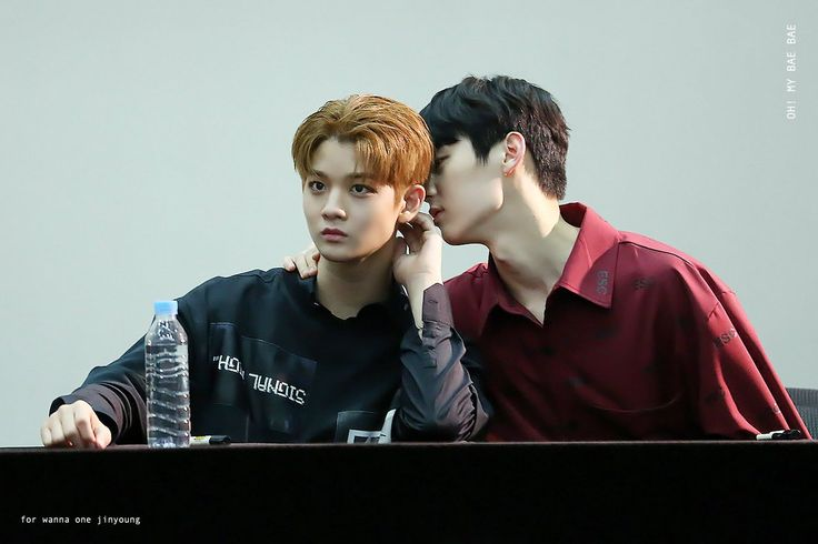 170818 WANNA ONE fansigning <3 BaeJin x Minhyun 2/2 <3 whisper whisper xD