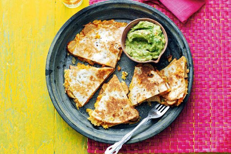 8 maart - Zoete aardappel + ui in de bonus bij Albert Heijn - Deze quesadilla's eet je als hoofdgerecht of als hapje bij de borrel. Wist je trouwens dat zoete aardappel oorspronkelijk uit Mexico komt? - Recept - Allerhande