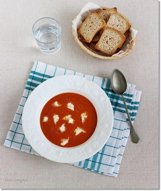 Gizi-receptjei.  Várok mindenkit.: Karfiolos sültpaprika-krémleves mozzarellával