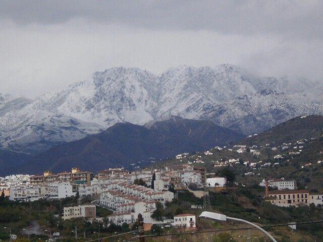 La nieve cerca del pueblo.