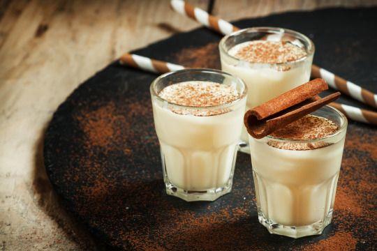 Yahoo Weihnachtsspecial - Fünf festliche Weihnachtscocktails #eggnog #ei #zucker #schlagsahne #rum #rezept #cocktail #weihnachten #xmas