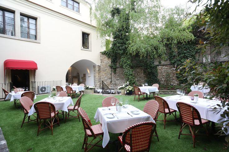 Pierrot http://pierrot.hu/ | Kert #budapest #restaurant #pierrot #design #outdoorfurniture