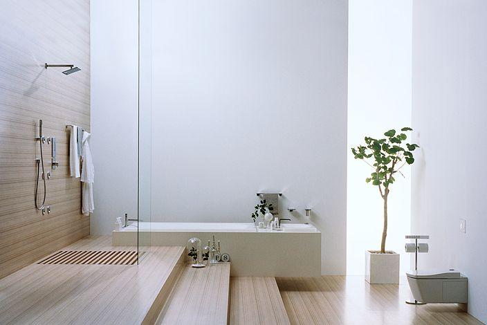 Douche design moderne et épuré dans le showroom de la marque de salles de bain Toto.