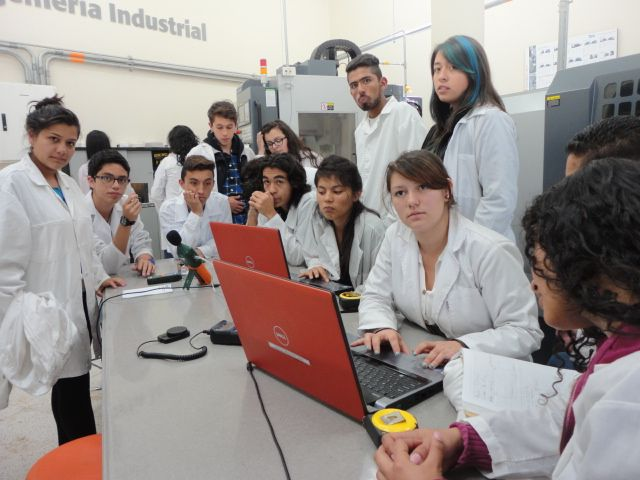 Estudiantes del SENA en Tecnología en Producción, visitaron nuestro laboratorio de Ingeniería Industrial el pasado viernes 23 de mayo. Entre las actividades realizadas estuvieron algunas prácticas de Ergonomía y de FlexSim, llevándose las mejores impresiones de nuestro laboratorio.  Vea la galería: http://uklz.info/visitaSENA