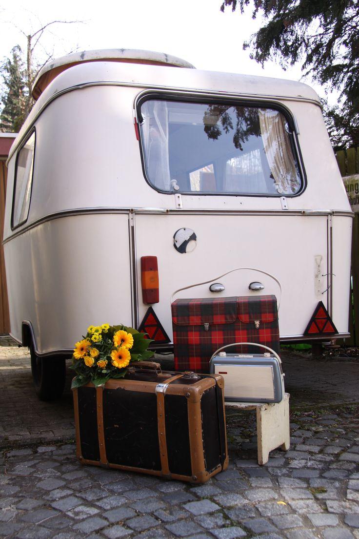 Die Zeitreise mit Vintage-Koffer, Kühltasche und Kofferradio beginnt im Eriba Puck Export Baujahr 1966