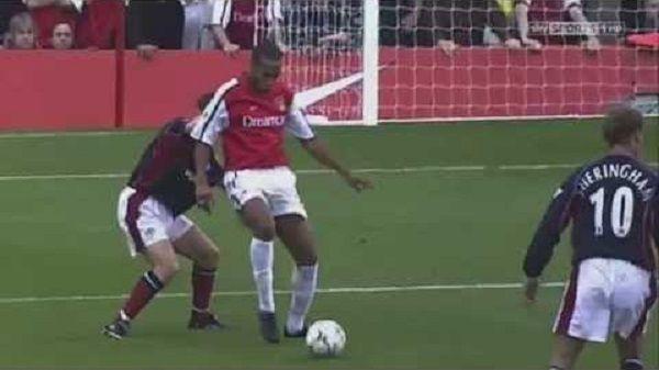 Niesamowity wolej legendy Arsenalu Londyn • Legendarny gol Thierry'ego Henry w meczu z Manchesterem United • Wejdź i zobacz film >> #henry #football #soccer #sports #pilkanozna #goals