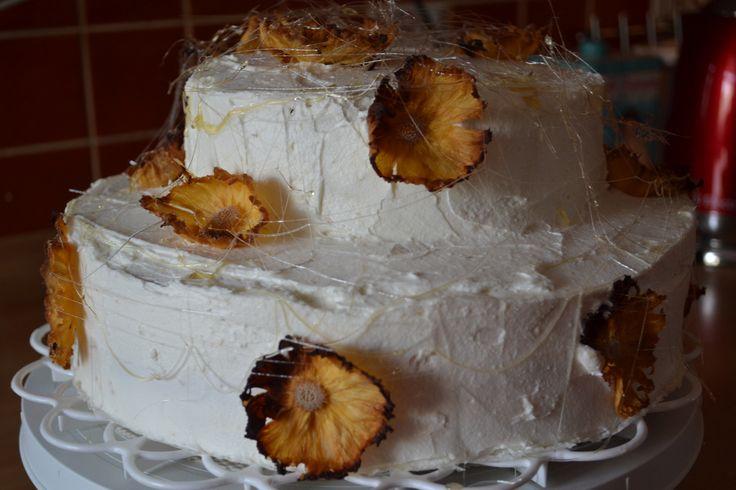 #whitecake #pineapplecake #pineappleflowercake