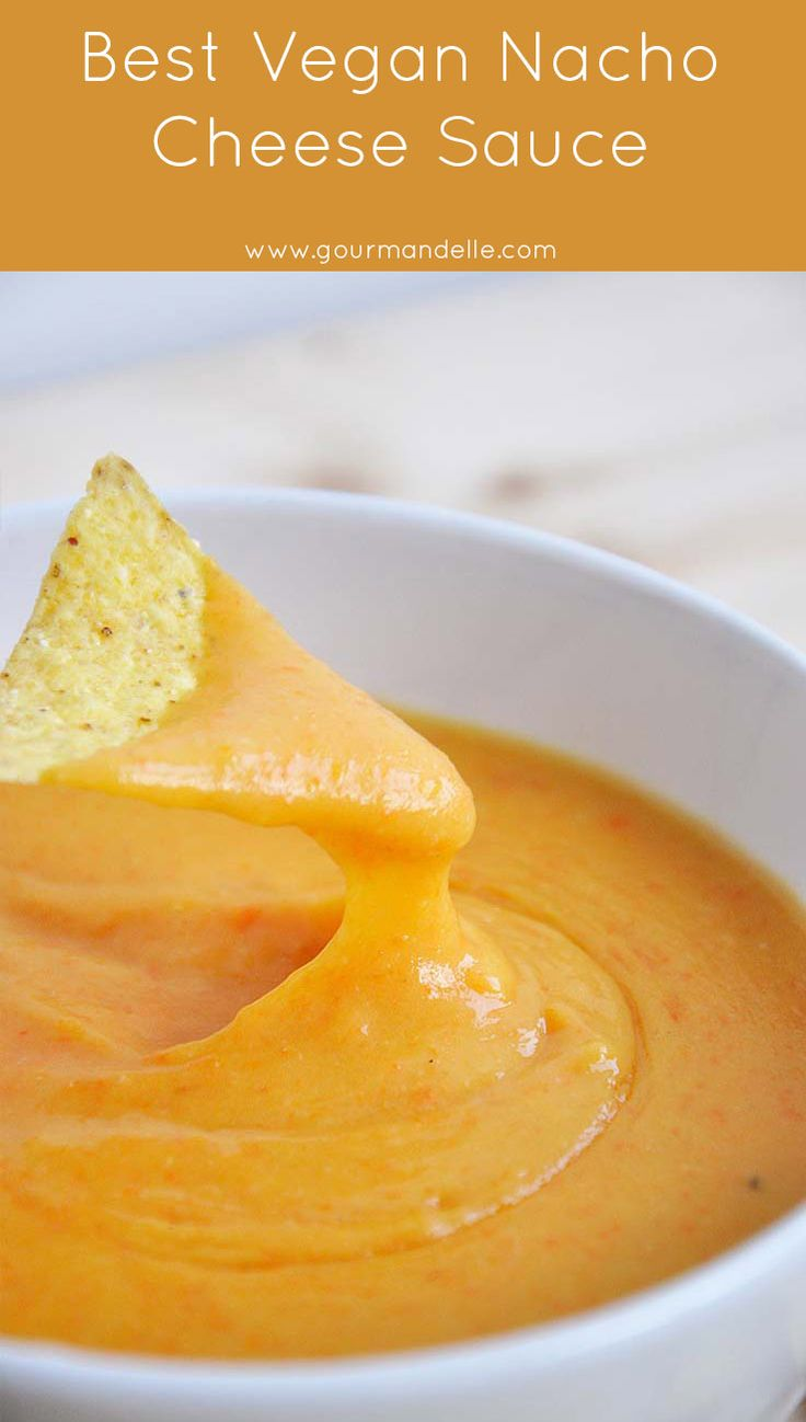 This is the best vegan nacho cheese sauce recipe you can make! It stretches, looks like real cheese nacho sauce and it tastes delicious!  | gourmandelle.com | #vegan #nachos #cheese