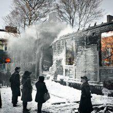Inarintie / 26.-27.2.1944 / Vuoden 1944 helmikuun suurpommitukset aiheuttivat laajinta tuhoa Puu-Vallilassa. Yhtenä ainoana yönä paloi Mäkelänkadun - Sturenkadun ja Inarintien rajaamalla alueella yli 20 puutaloa eli lähes kolmasosa Helsingissä tuhoutuneista yli 70 puurakennuksesta. Pommituksissa sai surmansa yksi ihminen.