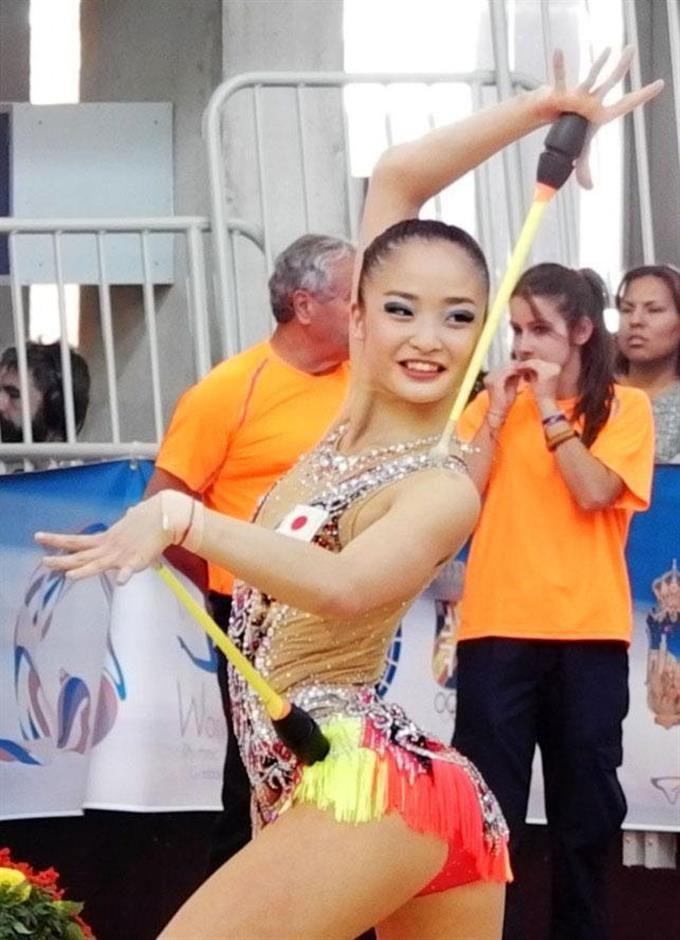 新体操のW杯スペイン大会で演技する皆川夏穂。リオ五輪代表入りを決めた。 - 産経フォト #新体操 #皆川夏穂