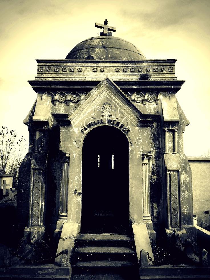 Cementerio de Tomé. Región del Biobío, Chile.- - #Cemetery #Grave #Tombs #Graveyard #GraveStone #Cementerio #Tumba #Lápida #Sculpture #Escultura