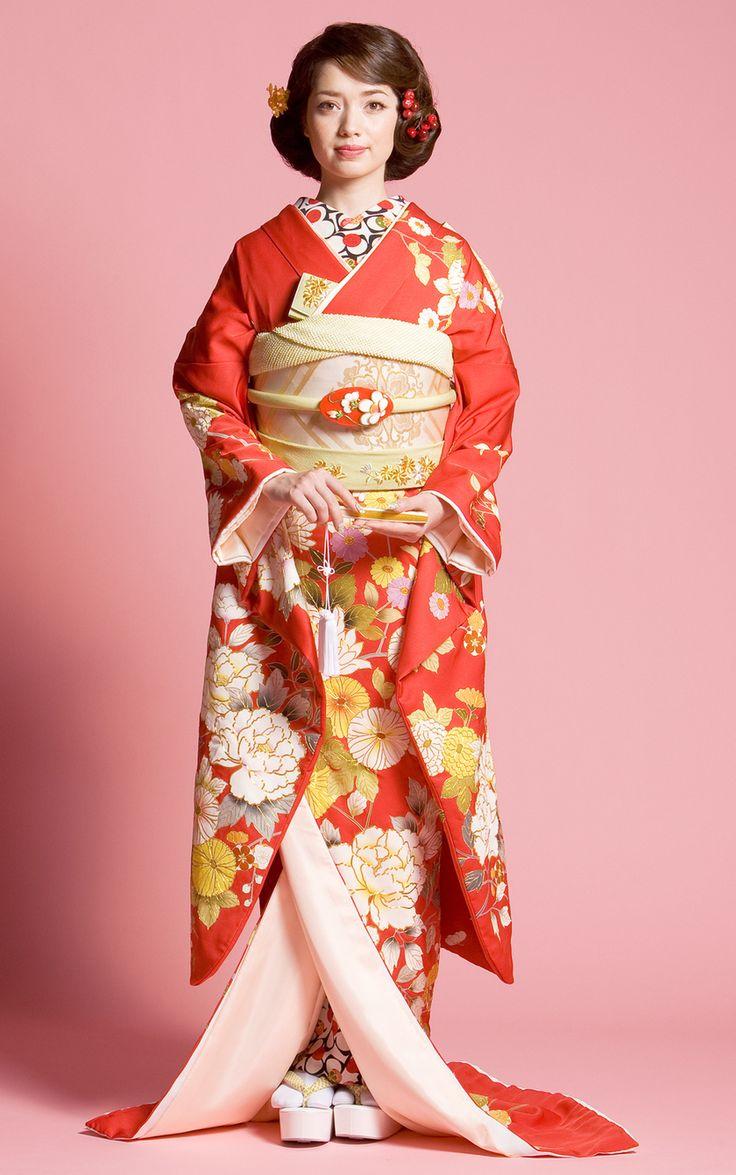 お引きずり姿にきゅん♡日本の伝統花嫁衣装「引き振袖」が美しい!にて紹介している画像