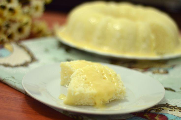 Em alguns lugares ele é conhecido como Cuscuz de tapioca, cuscuz branco, entre outros nomes. Nunca havia feito uma receita de bolo tão simpl...