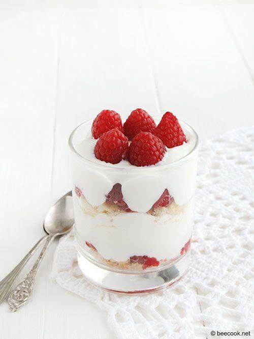 Трайфл с малиной и греческим йогуртом