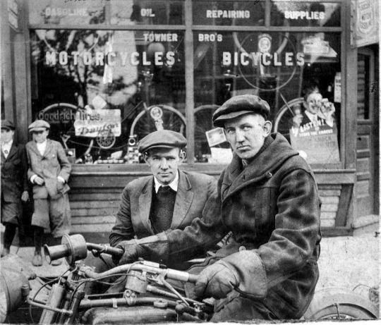 I'm LOVING this vintage photograph of William #Harley and Arthur #Davidson.  As in #HarleyDavidson.  Yes, that Harley-Davidson.  OMG, this is so, so cool!
