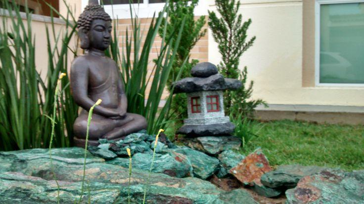 Jardim oriental, Paisagismo em Fortaleza-CE  Paisgistas : Franklin maia/Georlando Pinheiro O Jardim foi elaborado com o uso de uma pedra ornamental chamada Fuxita.