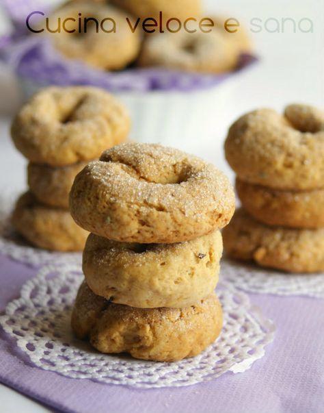 Ciambelline all'anice, morbidi biscottini molto aromatici perfetti da accompagnare al tè, ma anche in qualsiasi altro momento della giornata