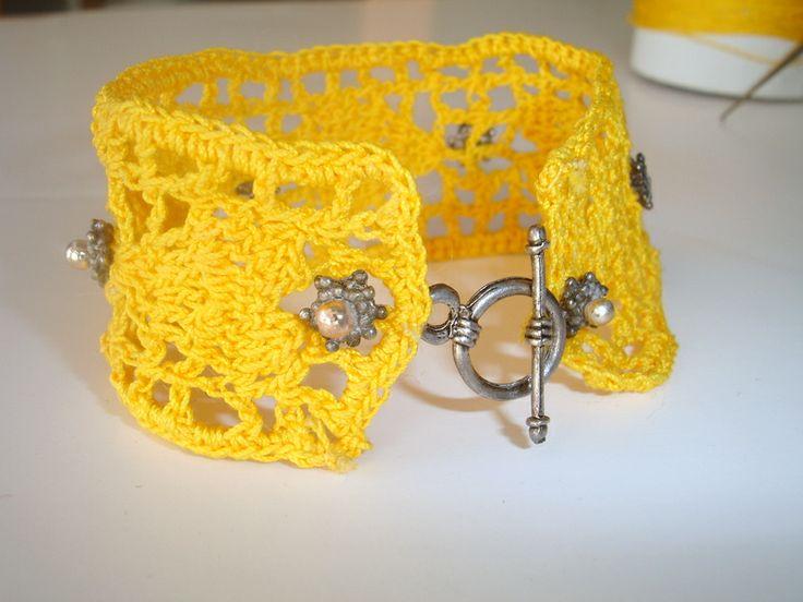 Crochet bracelet vintage style
