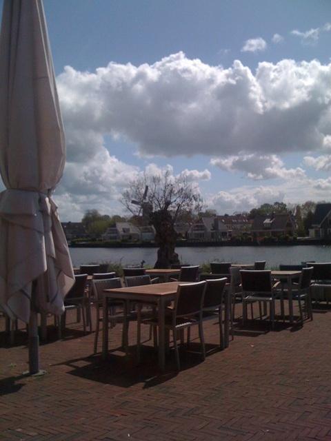 fuiks | eten & drinken. Fuiks.nl Mooiste terras aan de Hollandse IJssel. Maar ook in de winter een knusse plek.