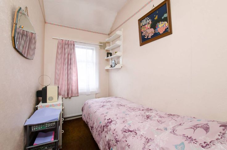Slideshow of property for sale: Cromer Road, Tooting, SW17, by Foxtons
