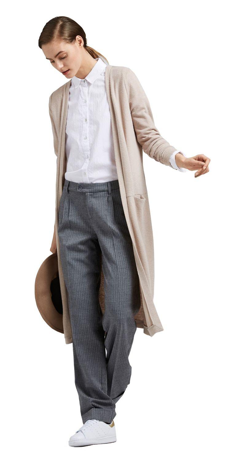 Damen Outfit New Classic Look von OPUS Fashion: graue Marlene Hose, weißes Bluse, beige Sweatjacke