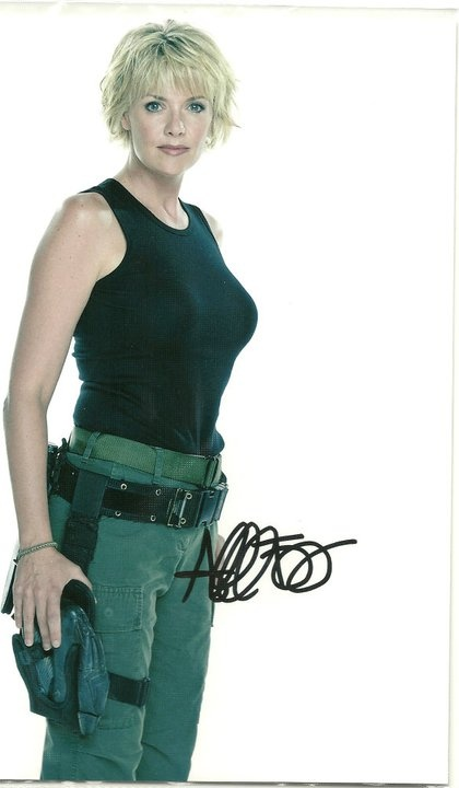 """Amanda Tapping-It is amazing how unflattering the uniforms on """"Stargate"""" really were when you see this picture. WOW!"""