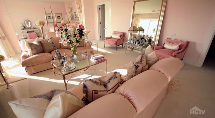 Villa Rosa - Master Bedroom - sitting area - Lisa Vanderpump home