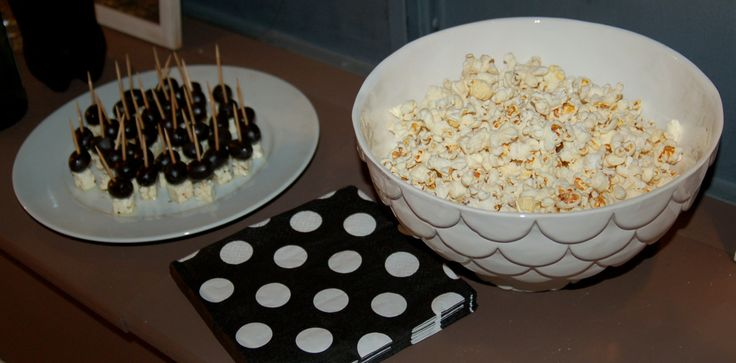 Black and White party, olive and feta cheese canapés and popcorn, at http://www.desig-design.com