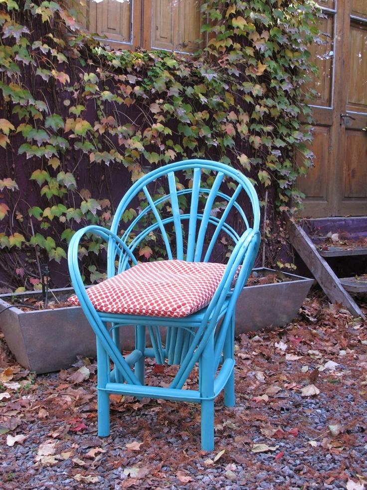 Silla de mimbre pintada con almohad n sillas 2 pinterest for Quiero ver sillas