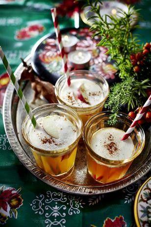 Das Rezept für Weißer Orangen-Apfel-Glühwein und weitere kostenlose Rezepte auf LECKER.de