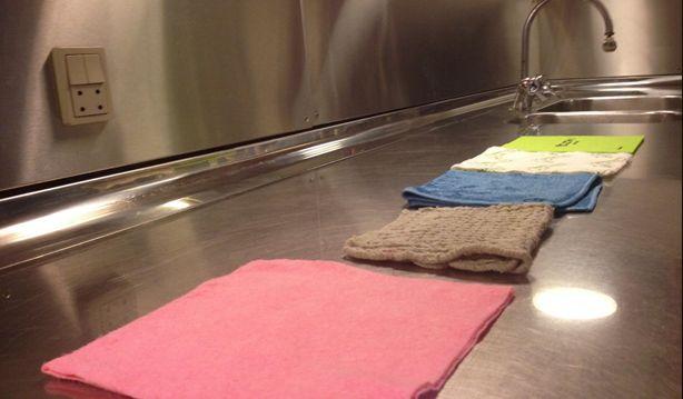 Test af karklude, se hvilke karklude, der klarer sig bedst til at tørre vand og olie af køkkenbordet. Klik på fotoet og læs mere.