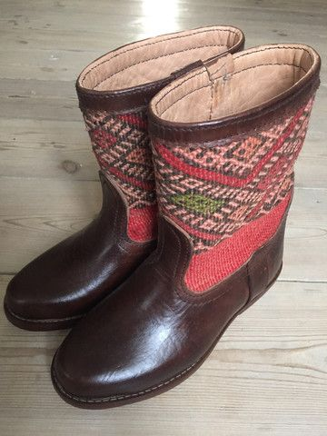 Handmade kelim boots by LOT ONE STUDIO * we ship worldwide  #kelim #kelimboots #Morocco