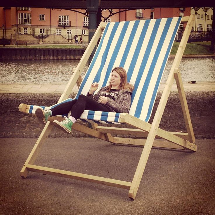 This giant deckchair is  sure to draw peoples attention, they are suitable for business advertising and equally at home at a party or wedding. Hire this giant deckchair for £150.