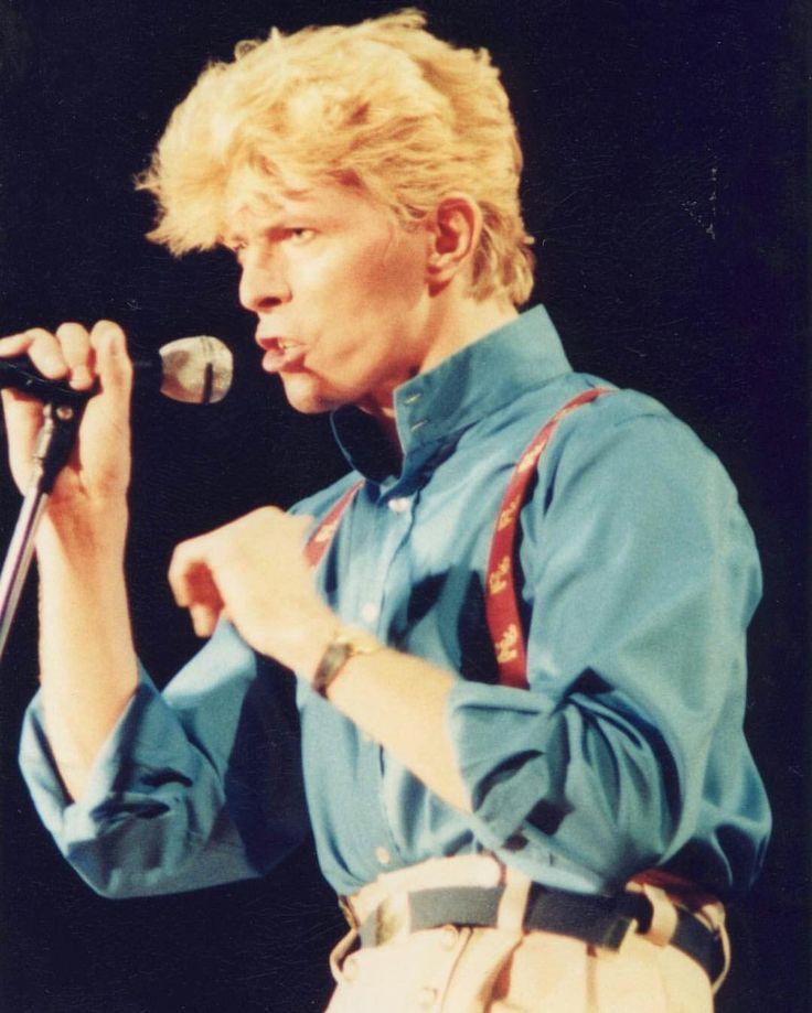Modern Love Serious Moonlight - David Bowie