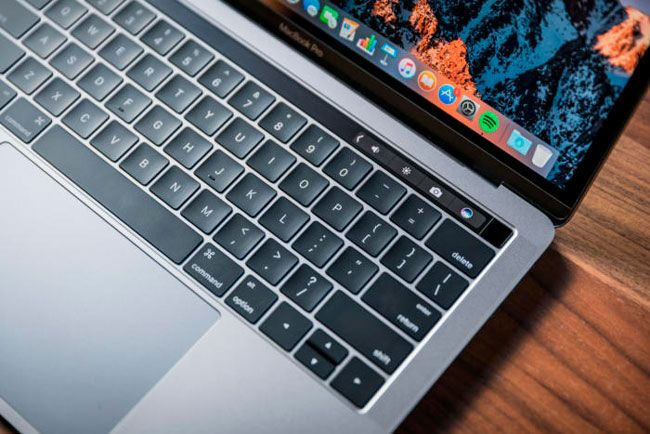 Un creciente número de usuarios de MacBook Pro de finales de 2016 con pantalla de 15 pulgadas se quejan de ruidos en sus equipos. ¿Tu también lo estás?