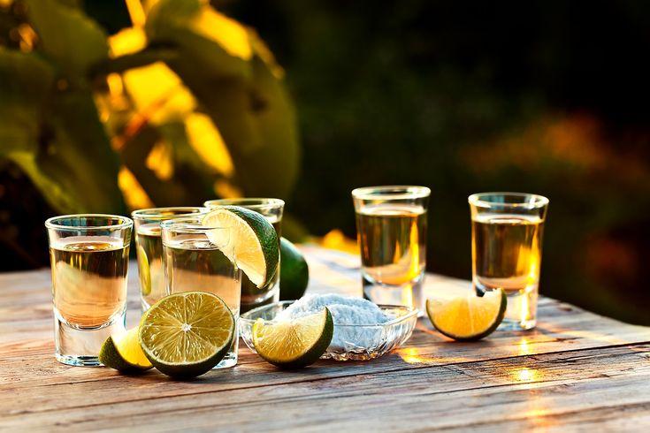 Το νέο τεκίλα-trend που ενθουσιάζει ακόμη και τους πιο φανατικούς φίλους του ουίσκι.  Μπάμπης Δούκας    Αν είσαι πραγματικός φίλος του ποτού, σίγουρα θα εκτιμήσεις αυτή την είδηση. Οι υπερ-παλαιωμένες τεκίλες κερδίζουν ολοένα και περισσότερους drinkers στις ΗΠΑ, με πολλούς να υποστηρίζουν πως θα αποτελέσουν το επόμενο καυτό trend στον χώρο των spirits.