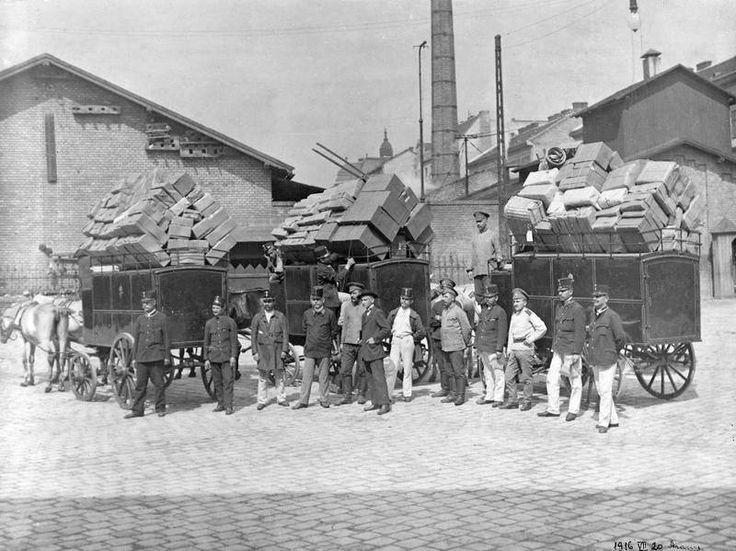 1916. Verseny utca, Budapest 72-es Posta, kariolkocsik rakodása