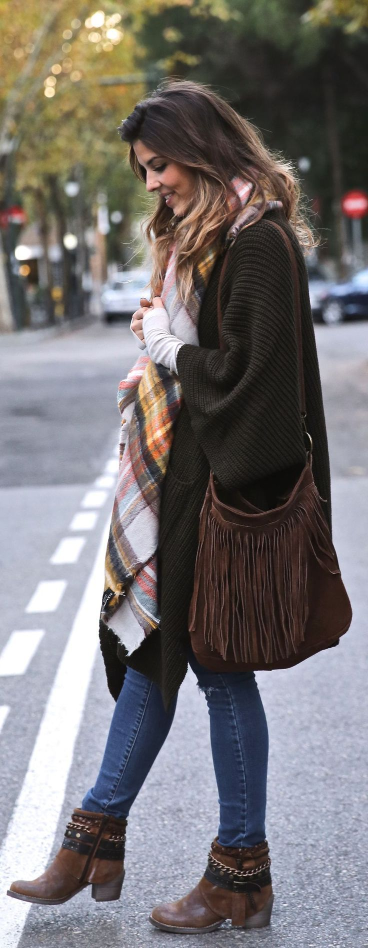 Natalia Cabezas is wearing a khaki ripped oversized knit cardigan from Asos... | Style Inspiration
