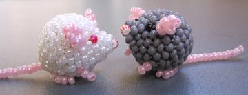 3D Mouse Bead Pattern. The third design in a series of cute peyote pets.  These make great gifts. Kids love them and they are quick to make. Each mouse takes an hour or less. The last mouse I made took only 45 minutes to complete.  A mouse is good for: - sitting on your desk and keeping you company. - wearing as a charm or dangle (with a loop on top).