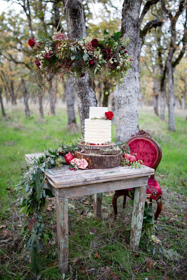 woodland wedding cake table, photo by Nikita Lee http://ruffledblog.com/glam-winter-bridal-inspiration #weddingcake #cakes #caketable